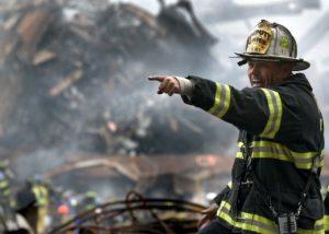 消防隊員の指差し