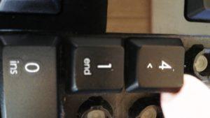 キーボード分解_2つ目以降のキーを指で外す