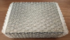バギーポート箱が緩衝材で覆われている状態
