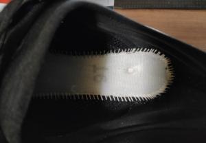 ズームフライ3_中底の穴を真上から確認
