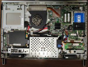 一体型PCの背面カバーを外したところ