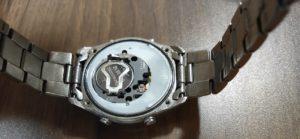 腕時計電池交換_シールを剥がす