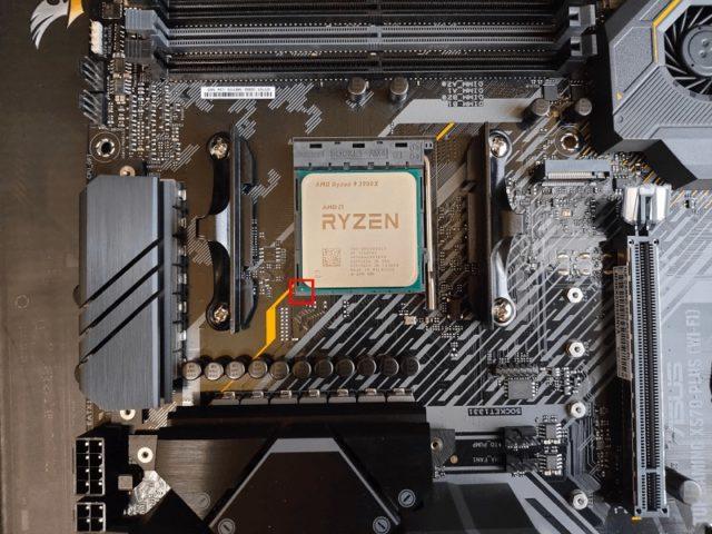 自作PC_CPUは矢印に合わせて取り付け