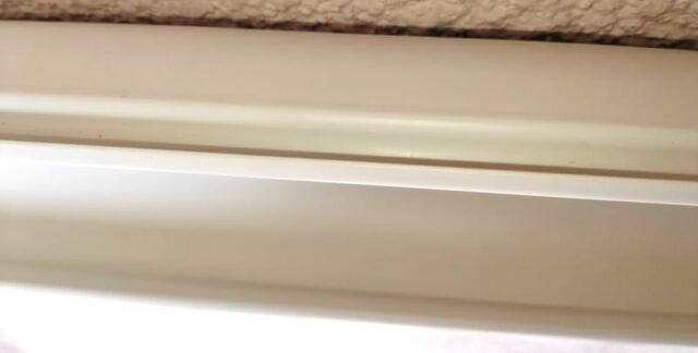 別の部屋のPCを操作&使用する方法_屋外配線(外壁側DIY)_ケーブルカバー&ウォールコーナー固定_壁に貼付02