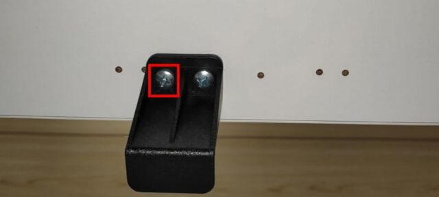 FLEXISPOT手動式スタンディングデスクH2&丸角天板_クランク固定器を天板に取付