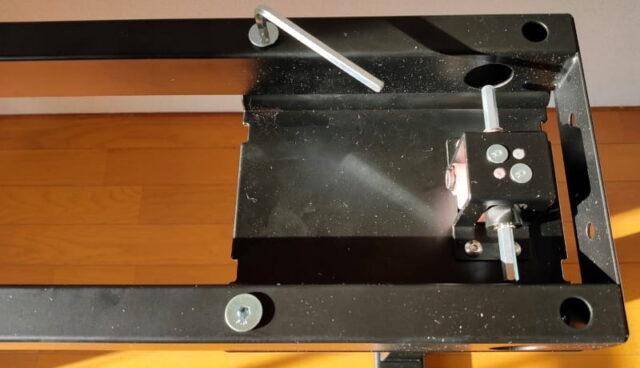 FLEXISPOT手動式スタンディングデスクH2&丸角天板_桁と昇降支柱を組立02