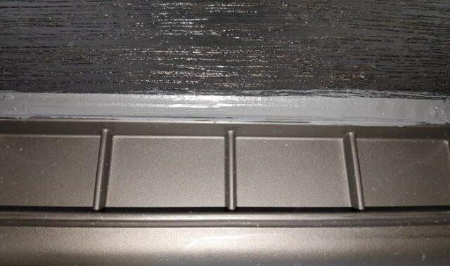 バイクのホムセン箱選び+取り付け&固定方法_補強板をホムセン箱へ固定_隙間をシリコーンで埋める_横