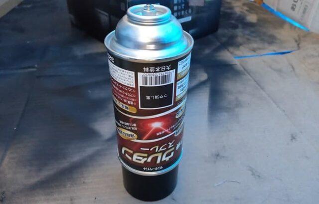 YBR125_バイクタンク凹み修理_塗装_2液ウレタンスプレーは塗布前に主剤と硬化剤を反応させるため10分放置