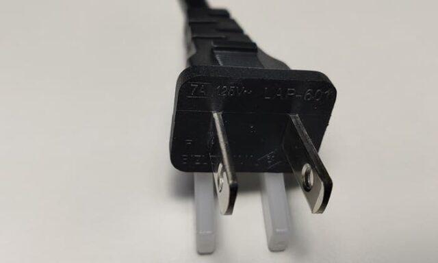Edifier R1280DBsレビュー_電源ケーブルの端子