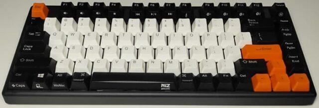 NiZキーボードキーキャップ交換_交換後は黒白オレンジのミックス